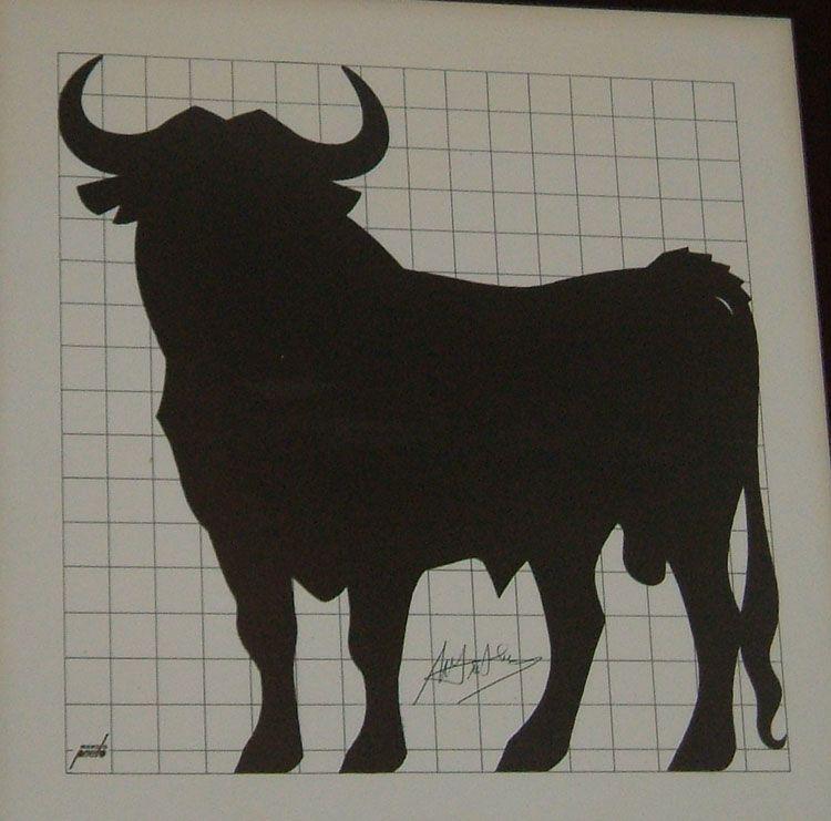 Toro de Osborne creado por Manolo Prieto cumple 50 años
